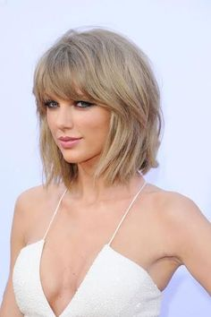 Taylor Swift Hot, Taylor Swift Haircut, Photos Of Taylor Swift, Red Taylor, Beauté Blonde, Blonde Fringe, Hairstyles With Bangs, Trendy Hairstyles, New Hair