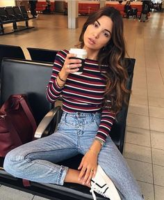 Take a look at 25 best airport style winter outfits to copy to your next flight in the photos below and get ideas for your own outfits! Beyond obsessed with this look like a comfy and cute outfit for flying. Street Style Outfits, Mode Outfits, Trendy Outfits, Summer Outfits, Airport Outfits, Hipster Outfits, Hipster Style Girl, Simple College Outfits, Fall Outfits For Teen Girls