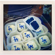 Doing this for coach pitch game days for paxton Dodgers Cake, Dodgers Party, Dodgers Girl, Cake Cookies, Cupcake Cakes, Cupcakes, Party Food Themes, Party Ideas, Baseball Treats