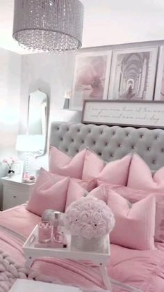 Gold Bedroom Decor, Decor Home Living Room, Glam Bedroom, Room Design Bedroom, Girl Bedroom Designs, Bedroom Vintage, Cute Bedroom Ideas, Room Ideas Bedroom, Rich Girl Bedroom