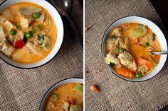 Thai-Suppe mit Kokos und Hühnchen