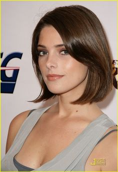 Introducing Ashley Greene as Synedra Kayme-RavenCroft, proprietor of an Herbal and Home Remedies shop. Her husband Detective Nathan Kayme owns the detective agency right next to her. She has the power to sense people's emotions. Ashley Greene Twilight, Ashley Greene Hair, Brunette Beauty, Hair Beauty, Belle Silhouette, Beautiful Girl Image, Beautiful Celebrities, Girl Photos, Look Alike