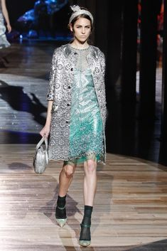 See the complete Marc Jacobs Spring 2012 Ready-to-Wear collection.