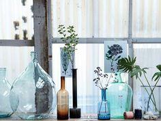 Decoração com jarras no tom azul