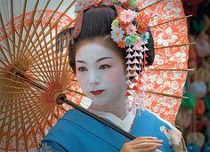 geisha girls performing | Geisha are traditional, female Japanese entertainers whose skills ...
