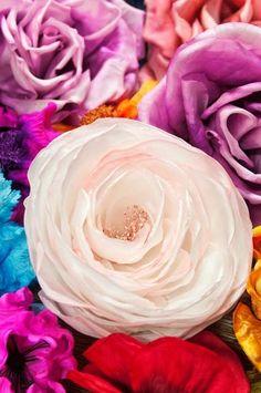 """Anne Laure Camilleri (©2010 annelaurecamilleri.com) Modèle de rose """"soucoupe volante"""" en soie #milliner #judithm #hats"""