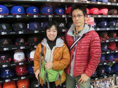 【新宿1号店】2015.01.25 サンフランシスコ・ジャイアンツファンのご夫婦にスナップにご協力頂きました。もっとグッズが増やせるよう頑張ります。またのご来店お待ちしております。