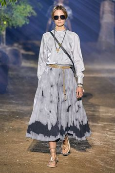 Christian Dior Spring 2020 Ready-to-Wear Fashion Show - Vogue Fashion Week Paris, Fashion Weeks, Dior Fashion, Fashion 2020, Runway Fashion, Spring Fashion, Fashion Trends, 1950s Fashion, Club Fashion