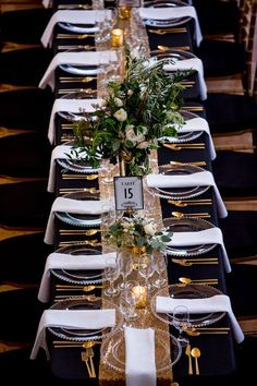 Glam Chicago Wedding with Art Deco Details - Hochzeit Gatsby Wedding, Trendy Wedding, Wedding Reception, Wedding Art, Wedding Vintage, Wedding Ideas, Reception Signs, Wedding Simple, Table Wedding