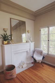 Mantel Mania: 6 Impactful Ideas For Your Fireplace's Focal Point Home Living Room, Apartment Living, Living Spaces, Apartment Therapy, Apartment Ideas, Small Apartments, Small Spaces, White Fireplace, Faux Fireplace