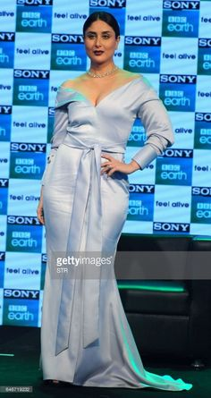 Indian Bollywood actress Kareena Kapoor Khan poses during a promotional event for entertainment channel Sony BBC Earth, in Mumbai on March / AFP / STR Bollywood Actress Hot Photos, Indian Bollywood Actress, Bollywood Fashion, Indian Actresses, Tamil Actress, Kareena Kapoor Photos, Kareena Kapoor Khan, Hollywood Actress Photos, Hollywood Girls