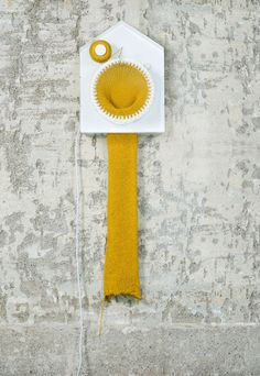"""Knitting clock: Norwegian Siren Elise Wilhelmsen , industrial designer, has created a clock that knits a scarf. knitting clock"""" knits one stitch every 30 min Unusual Clocks, How To Make Scarf, Thread Spools, Telling Time, Loom Knitting, Giant Knitting, Knitting Humor, Designer, Knit Crochet"""