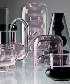 at maison et objet 2017 in paris, tom dixon debuts 'BUMP', a collection of borosilicate glass vessels that exude subtle pink and smoky black hues.