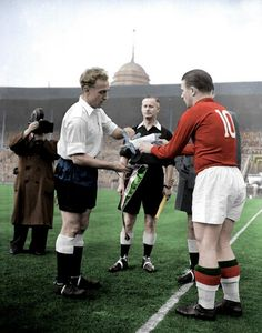 England 3 Hungary 6 in Nov 1953 at Wembley. The captains, Billy Wright and Ferenc Puskas, meet before kick off Retro Football, School Football, Vintage Football, Football Match, Football Soccer, England National Football Team, England Football, National Football Teams, Association Football