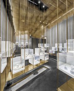 Atelier Tree's new jewelery store in Beijing features golden cloud floating . - Exhibition stand design - The Best Jewelry Gift Ideas for the Holidays Showroom Interior Design, Boutique Interior Design, Jewelry Store Design, Jewelry Stores, Vitrine Design, Design Commercial, Perfume Store, Café Bar, Exhibition Stand Design