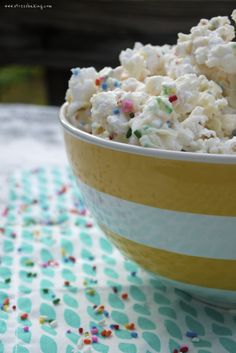 Funfetti popcorn is full of sprinkles, addictive, salty and sweet - four ingredients and 30 minutes are all you need for the perfect shareable snack! Dessert Recipes, Desserts, Popcorn Maker, Yummy Food, Snacks, Sweet, Tableware, Tailgate Desserts, Candy