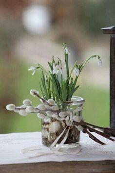 25 Spring Decor Concepts to Welcome The Season dekoration Deco Floral, Arte Floral, Wooden Flowers, House Ornaments, Spring Flowers, Spring Time, Floral Arrangements, Flower Arrangement, Bouquets