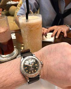 REPOST!!!  Gotta drink matching drink too 😎 .  #hodinkee #オールデン #コードバン #watches #vintagechronograph #watchnerds #wruw #womw #dailylook #coordinate #ootdmen #gayfreres #Exoticcompax #daytona #universalgeneve #aldenarmy #watchnerds #wruw #ootdmen #wiwt #womw #dailylook #rolexdaytona #ロレックス #コーディネート #revue #leica #16750 #heuer #omega #heuer #bovet #milsub  repost | credit: ID @mysafari (Instagram)