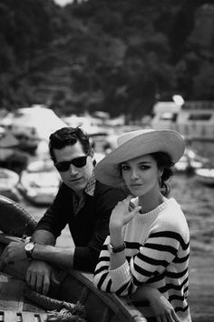 Photo by Peter Lindbergh, Portofino shoot. Love this look, I could live the rest of my life in that sweater. French Riviera Style, Style Marin, Beaux Couples, Breton Stripes, Moda Paris, Peter Lindbergh, French Chic, French Style, Nautical Fashion
