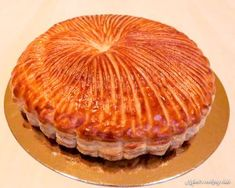 The recipe for the traditional galette des rois step by step! With all the good advice from Mercotte to make it a success! Cinnamon Scone Recipe Easy, Cinnamon Scones, Phyllo Recipes, Easy Cake Recipes, Chefs, King Cake Recipe, Cake With Cream Cheese, Base, Chocolate Recipes