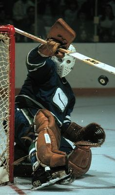 Gary Smith (1973-76) • Vancouver Canucks Ice Hockey Teams, Hockey Goalie, Hockey Players, San Jose Sharks, Vancouver Canucks, Nhl, Gary Smith, Canada Hockey, Ice Girls