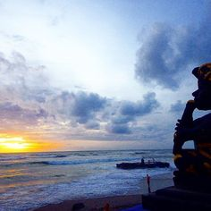 【ma__trip】さんのInstagramをピンしています。 《陽が落ちるギリギリの瞬間が好き。 * #夕日 #夕陽 #サンセット #バリ #バリ島 #インドネシア #風景 #景色 #ソラ #空 #海 #ビーチ#旅行 #旅 #インドネシア #bali #baliisland #indonesia #beach #canggu #sunset #sky #sea #view #trip #travel #happy #holiday #vacation #love》