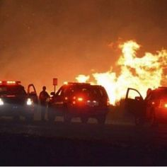 IMPORTANTE !! Incendio en California destruye 80 casas y cierra autopistas