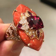 Coral Jewelry, High Jewelry, Jewelry Box, Jewelery, Vintage Jewelry, Women Jewelry, Van Cleef And Arpels Jewelry, Van Cleef Arpels, Best Diamond