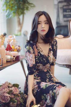 Yun seon young milkcocoa women t 摆 姿 in 2019 korean fashion, fashion, beaut Pretty Asian, Beautiful Asian Women, Asian Fashion, Girl Fashion, Fashion Outfits, Korean Women, Korean Girl, Korean Beauty, Asian Beauty