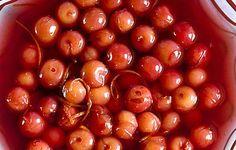 Elegantti kirsikkakompotti on maustettu punaviinillä.