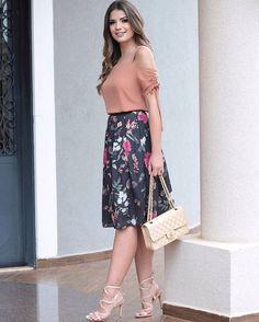 "341 Me gusta, 4 comentarios - Mells Moda (@mellsmoda) en Instagram: ""Look super lindo e feminino. Pra quem ama saia midi 💕 🔸 Blusa Lisiane { R$ 119,90}. 🔸 Saia Midi…"""