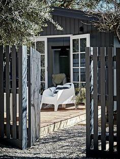 Nord House: a Scandinavian-style oasis on the Mornington Peninsula, Outdoor space Scandinavian Cottage, Scandinavian Style, Scandi Style, Outdoor Spaces, Outdoor Living, Outdoor Decor, Wood Fence Gates, Wooden Fence, Pergola