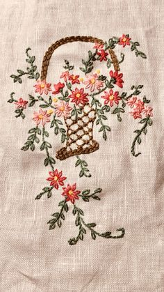 Flower Embroidery Design Churros Na Airfryer Hand Embroidery Dress, Floral Embroidery Patterns, Hand Embroidery Tutorial, Baby Embroidery, Hand Embroidery Stitches, Hand Embroidery Designs, Vintage Embroidery, Embroidery Techniques, Machine Embroidery