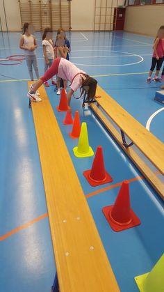 Idée d'ateliers collaboratifs en salle de gym Pe Activities, Montessori Activities, Physical Activities, Toddler Gymnastics, Preschool Gymnastics, Kids Motor, Volleyball Skills, Health And Physical Education, Brain Gym