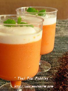 milk-rich Thai tea with gelatin added. Asian Desserts, Fun Desserts, Dessert Recipes, Thai Milk Tea, Agar Agar, Thai Dessert, Thai Cooking, Best Vegetarian Recipes, Beautiful Desserts
