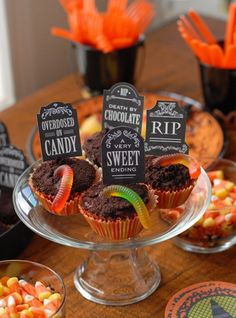 Halloween Gluten-Free Recipes and DIY Fun. Over 25 recipes for Halloween sweets, spooky savory recipes, cocktails, mocktails and fun projects for a perfect Halloween. Tested with gluten-free and gluten-eaters with 5 star ratings! Halloween Cupcakes, Soirée Halloween, Halloween Graveyard, Halloween Sweets, Halloween Birthday, Diy Halloween Decorations, Holidays Halloween, Halloween Havoc, Holiday Cupcakes
