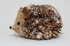 Hérisson pomme de pin naturelle par NaturalCraftOnline sur Etsy                                                                                                                                                                                 Plus
