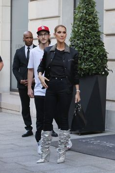 2017 - We Can't Stop Thinking About These Outrageous And Chic Celine Dion Outfits - StyleBistro. Those boots! Celine kept her shoes the star of the show when she paired the silver stunners with an all-black outfit. Fashion Moda, Bold Fashion, Fashion Week, Style Couture, Haute Couture Fashion, Atelier Versace, Alexandre Vauthier, Celine Dion Show, Celebrity Outfits