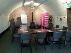 Prachtige workhoplocatie op Fort Altena, tijdens Festival Lagom Conference Room, Table, Furniture, Home Decor, Decoration Home, Room Decor, Meeting Rooms, Tables, Home Furnishings