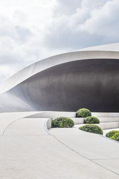 Porsche Pavilion at the Autostadt in Wolfsburg ┃ Henn Architekten