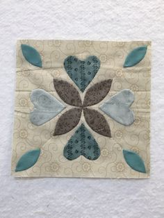 Sharing my adventures in quilting and my love of applique. Applique Quilt Patterns, Applique Designs, Quilting Designs, Quilting Projects, Colchas Quilting, Charm Square Quilt, Applique Tutorial, Flower Quilts, Miniature Quilts