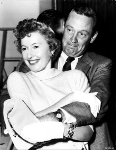 William Holden and Barbara Stanwyck Old Hollywood Stars, Vintage Hollywood, Hollywood Glamour, Classic Hollywood, Hollywood Couples, Barbara Stanwyck, Actors Male, Actors & Actresses, Lloyd Bridges