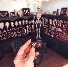 Haunted Dollhouse, Haunted Dolls, Dollhouse Dolls, Dollhouse Ideas, Diy Doll Miniatures, Halloween Miniatures, Slytherin, Gothic, Miniature Crafts