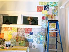 How to make a patchwork wallpaper wall using vintage wallpapers. Or use scrapbooking paper Vintage Wallpapers, Wall Wallpaper, Wallpaper Ideas, Scrapbook Paper, Scrapbooking, Projects, How To Make, Crafts, Furniture