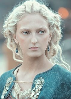 """The Hottest Pictures Of Georgia Hirst (Torvi) From The Hit Show """"Vikings"""" Lagertha, Ragnar Lothbrok, Ragnar Vikings, Vikings Tv Series, Vikings Tv Show, History Channel, Hippie Style, Bracelet Viking, Viking Jewelry"""