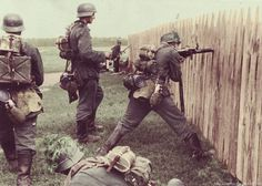The Battle of Stalingrad was the largest confrontation of World War II, in which Germany and its allies fought the Soviet Union for control of the city of Stalingrad in Southern Russia German Soldiers Ww2, German Army, Nagasaki, Hiroshima, Military Art, Military History, Luftwaffe, Raza Aria, Mg34
