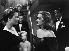 "American film, ""All About Eve"": Four of the movie's Oscar nominees, Anne Baxter, George Sanders, Celeste Holm and Bette Davis) as well as the young actress sitting down named ""Marilyn Monroe"". One of Bette Davis great performances. Anne Baxter, Zootopia 2016, Old Hollywood, Classic Hollywood, Hollywood Glamour, Marilyn Monroe, Walt Disney Pictures, Joseph L Mankiewicz, Bette Davis Eyes"