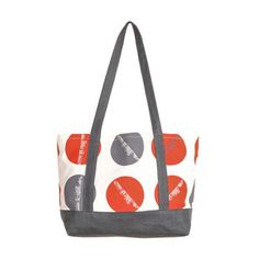 This beautiful Sydney Skyline inspired bag has been made by the Sydney Textile Company. They create beautiful hand screened Australian gifts and souvenirs.