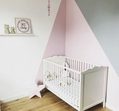 Digging The Graphic Paint To Show A Crib Peinture Chambre Bebe How To Decorate With Taupe Peinture Chambre Bebe Deco Chambre Idees Deco Pour La Chambre Des Enfants Idee Deco Chambre Enfant Chambre Petit Garcon Deco Chambre Bebe Garcon Peinture…Read More→ Kids Wall Decals, Nursery Wall Decals, Nursery Room, Girl Nursery, Wall Sticker, Nursery Decor, Project Nursery, Baby Bedroom, Baby Room Decor