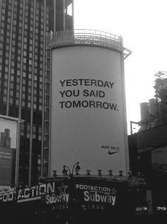 Nike probeert ervoor te zorgen dat iedereen gaat sporten. Hun bekende slogan is: Just do it!